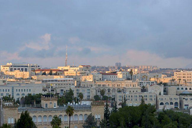 מי מתאים יותר לחזק את עיר הקודש?